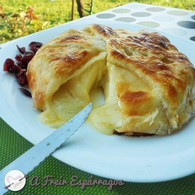 Queso Brie en hojaldre con mermelada de albaricoque