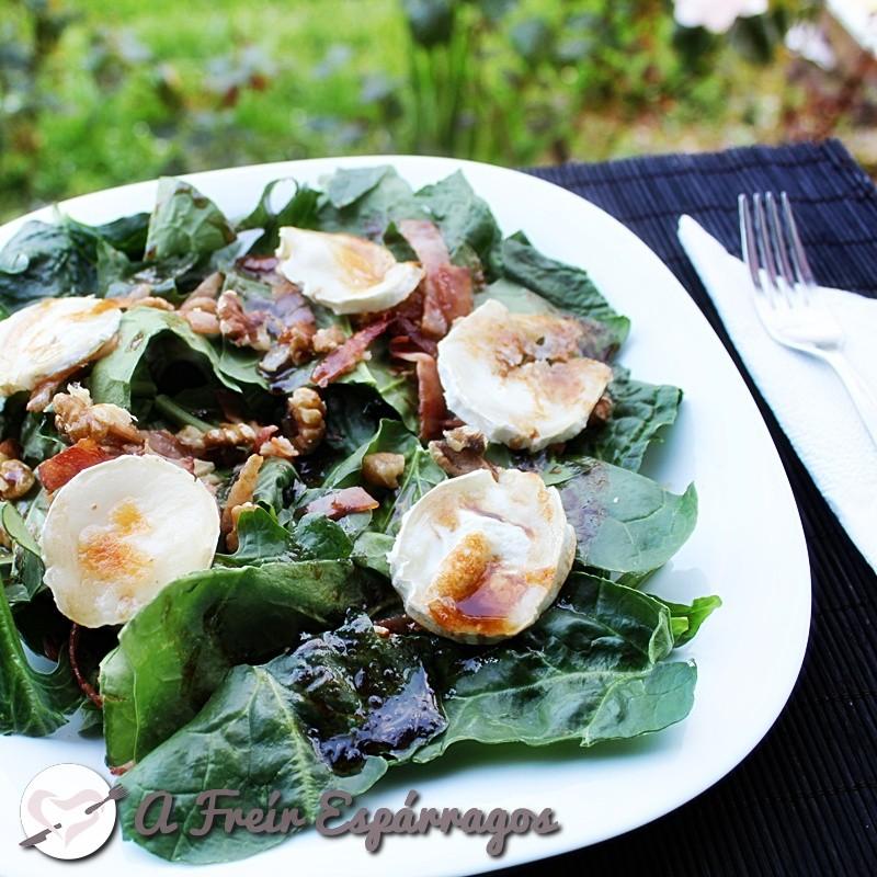 Ensalada templada de espinacas, queso y nueces