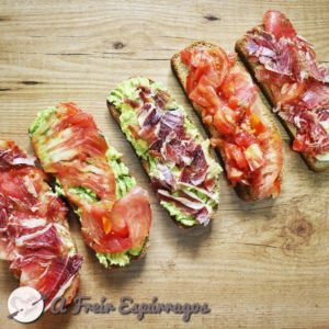 Tostas tomate, jamón y aguacate 16