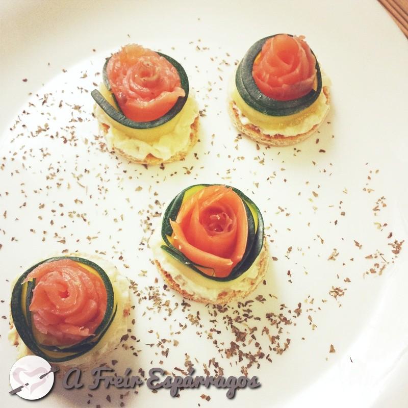 Flores de calabacín y salmón ahumado