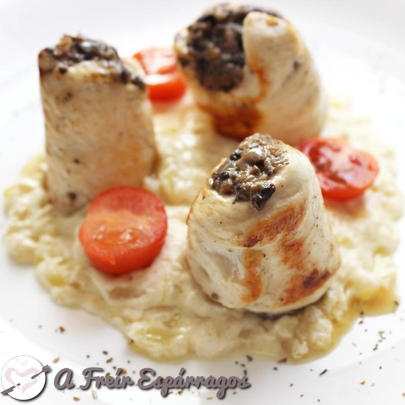 Popietas de pollo con duxelle y salsa Alfredo