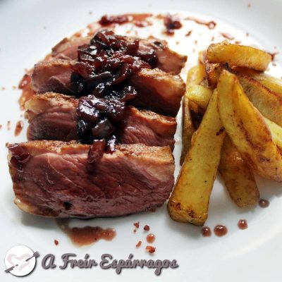 Magret de pato con salsa de vino