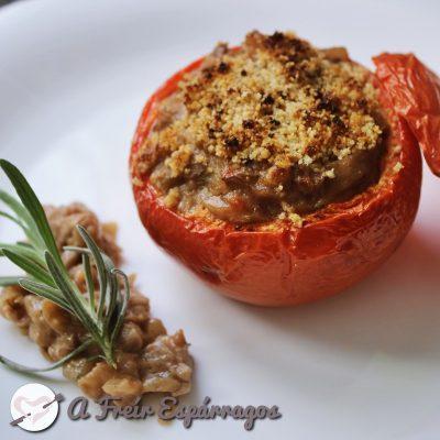 Tomates rellenos veganos