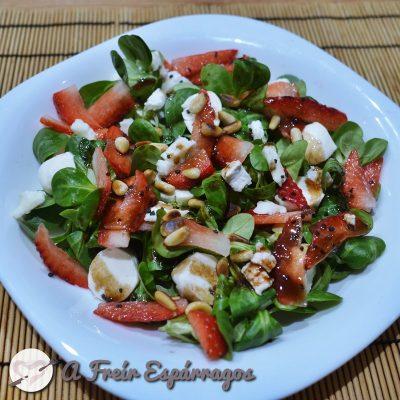 Ensalada de fresas y canónigos